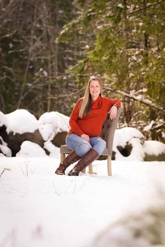 snow maternity portraits